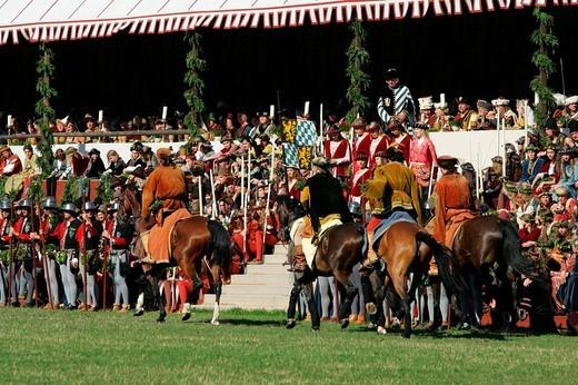 Stock Photo: 1848-272319 Medieval games during the Landshut Wedding historical pageant, Landshut, Lower Bavaria, Bavaria, Germany, Europe