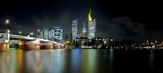 Frankfurt´s skyline, views of Commerzbank and Untermainbruecke, Frankfurt, Hesse, Germany : Stock Photo