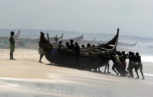 Stock Photo: 1848-29854 IND, India, Kerala, Trivandrum : Fishermen at the beach, Malabar coast, south of Trivandrum ,