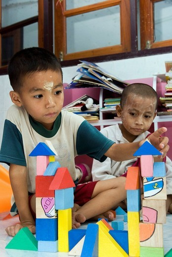 Burmese refugee boys building up a castle, paediatric Station of Mae Tao Clinic, Maesot, Thailand : Stock Photo