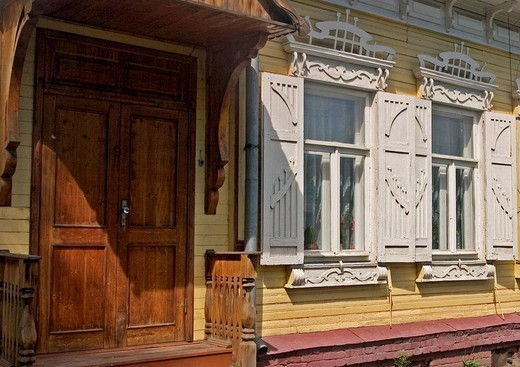 Entrance of an Old wooden Townhouse, Omsk at the Rivers of Irtisch and Omka, Omsk, Sibiria, Russia, GUS, Europe, : Stock Photo