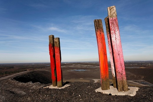 Totems art installation by Basque artist Augustin Ibarrola, painted railway ties at the top of the Haniel spoil pile, Bottrop, North Rhine_Westphalia, Germany, Europe : Stock Photo