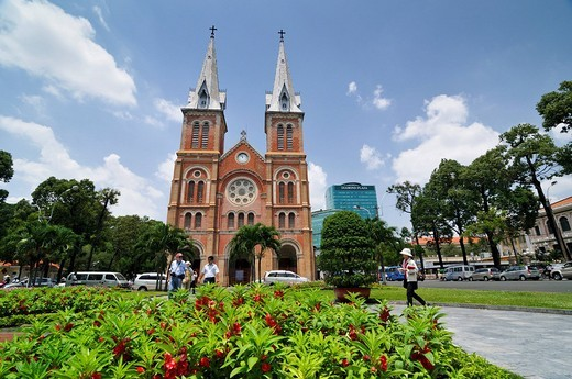 Catholic Cathedral of Notre Dame, Nha Tho Duc Ba _ Church of Our Lady, in the back the Diamond Plaza Shopping Center, Saigon, Ho Chi Minh City, Vietnam, Southeast Asia : Stock Photo