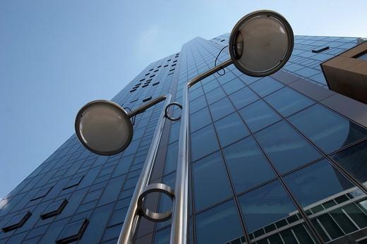 Street lights and facade of the Gallileo towerblock, Dresdner bank, Frankfurt/Main, Germany, Europe : Stock Photo