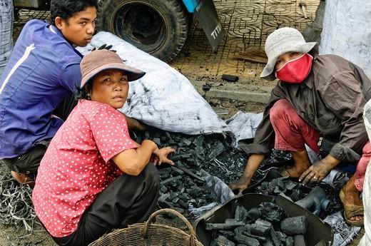 Coal sellers, Phnom Penh, Cambodia, Southeast Asia, Asia : Stock Photo