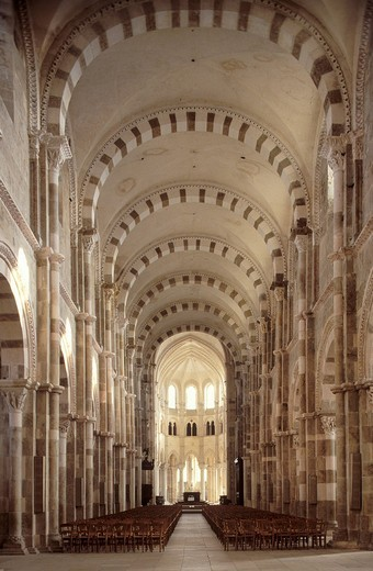 Interior of the Basilique Sainte_Marie_Madeleine Basilica of St. Mary Magdalene, Vezelay, Yonne, Burgundy, France, Europe : Stock Photo