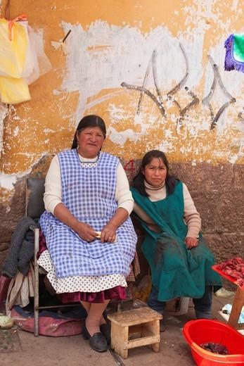 Peruvian women selling offal at street market, Cuzco, Cusco, Peru, South America : Stock Photo