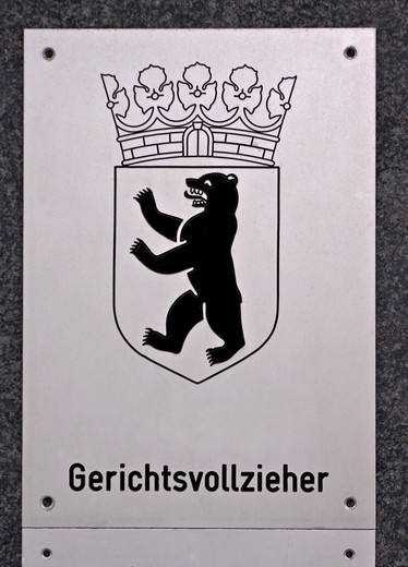 Stock Photo: 1848-402743 Sign, Gerichtsvollzieher, German for bailiff, with the coats of arms of Berlin, bear