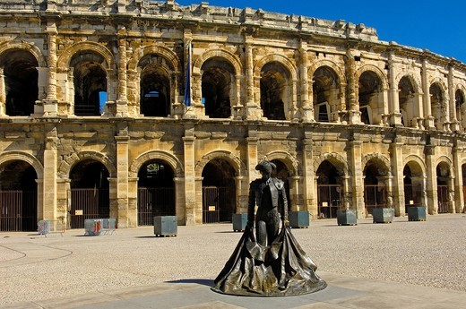 Stock Photo: 1848-403294 Arènes de Nîmes Roman amphitheatre and bullfighter statue, Nimes, Gard, Bouches_Du_Rhone, France, Europe
