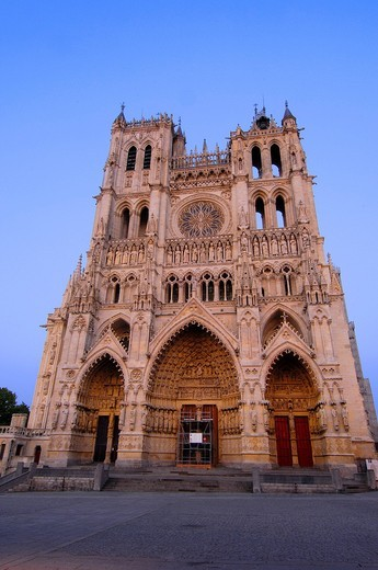 Stock Photo: 1848-403368 Notre Dame Cathedral at dusk, Amiens, Somme, Picardy, France, Europe