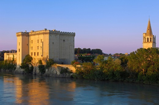 Stock Photo: 1848-403422 King Rene´s castle and Rhone river, Tarascon, Bouches_du_Rhône, Provence, France, Europe