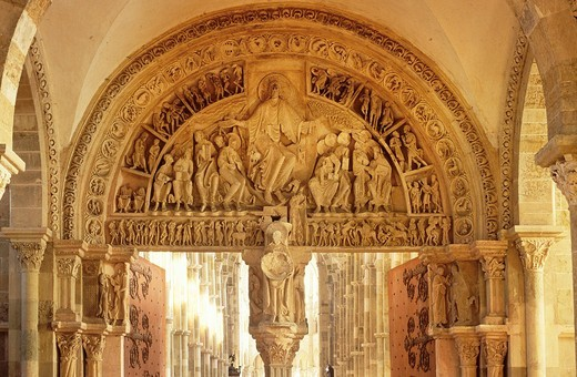 Tympanum on main portal with judgement day, Basilique Sainte_Marie_Madeleine Basilica of St. Mary Magdalene, Vezelay, Yonne, Burgundy, France, Europe : Stock Photo