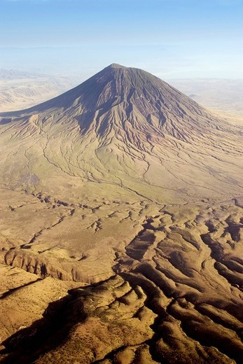 The active volcano Ol Doinyo Lengai in the East African Great Rift Valley, 2960m, Tanzania, Africa : Stock Photo