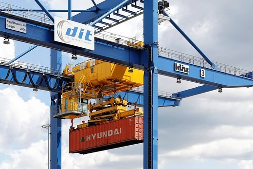 Stock Photo: 1848-4052 Container crane at the new logistic_terminal Logoport, Duisburg_Rheinhausen, NRW, Germany
