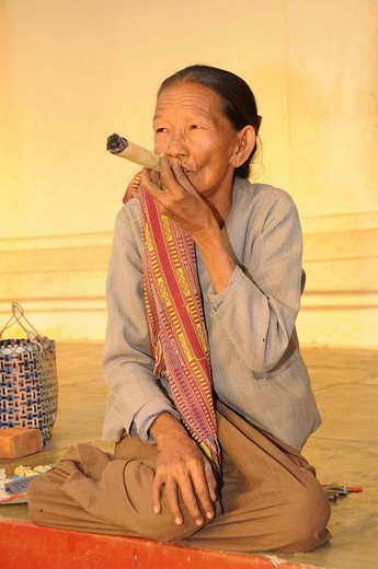 Cheroot, old woman smoking a typical cigar made of corn leaves in Myanmar, Bagan, Myanmar, Burma, Southeast Asia, Asia : Stock Photo