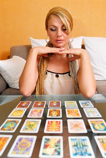 Young woman laying tarot cards : Stock Photo