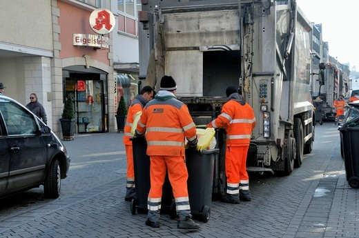 Garbage collection, rubbish bins being emptied, AWB, Abfallwirtschaftsbetriebe Koeln GmbH & Co. KG., Cologne, North Rhine_Westphalia, Germany, Europe : Stock Photo