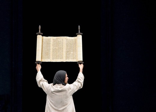 Stock Photo: 1848-408756 Jesus holding up the Torah in the temple, Jewish Hebrew scroll, Passion Play 2010, Oberammergau, Bavaria, Germany, Europe
