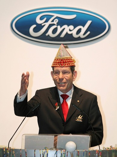 Bernhard Mattes, CEO of Ford_Werke GmbH, Ford Motor Company, wearing a jester´s hat at Carnival, Cologne, North Rhine_Westphalia, Germany, Europe : Stock Photo