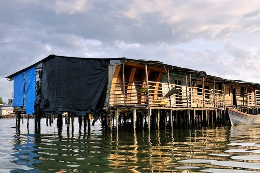 Stock Photo: 1848-409243 Poor dwellings, wooden stilt houses, mangrove area in the estuary of the Rio Anchicaya river in the Pacific at high tide, Bajamar slum, Buenaventura, Valle del Cauca, Colombia, South America
