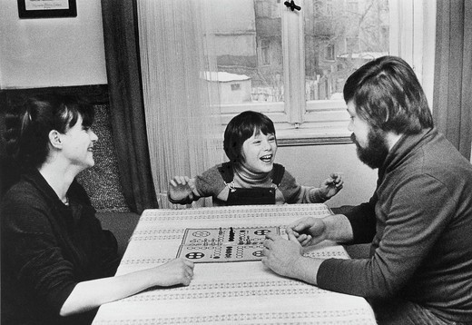 Stock Photo: 1848-409605 Family playing the Mensch_aergere_dich_nicht board game, East Germany, Europe, circa 1975