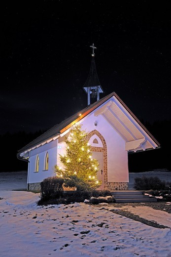 Small chapel in the Bavarian Forest at Christmas time, Bavaria, Germany, Europe : Stock Photo
