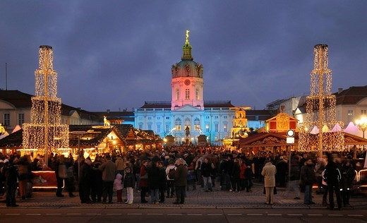 Christmas market at Schloss Charlottenburg castle, Berlin, Germany, Europe : Stock Photo