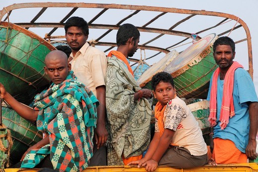 Hindu pilgrims with drums on the way back from the Thaipusam Festival in Palani, Tamil Nadu, Tamilnadu, South India, India, South Asia, Asia : Stock Photo