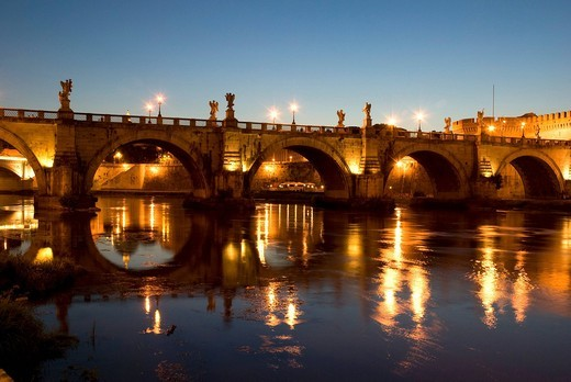 Night shot of the Ponte Sant´Angelo bridge with reflection, Rome, Italy, Europe : Stock Photo