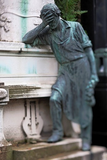 Bronze statue on a grave at Vienna´s Central Cemetery, Vienna, Austria, Europe : Stock Photo