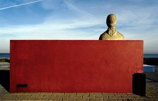 Female stone statue sitting on a red_painted stone bench, rear view, monument to the painter Piet Mondrian, Domburg, Walcheren, Zeeland, Netherlands, Europe : Stock Photo
