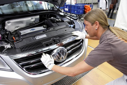 Volkswagen AG, production of passenger cars in the Wolfsburg plant, final assembly of the VW Tiguan, sport utility vehicle, Wolfsburg, Lower Saxony, Germany, Europe : Stock Photo