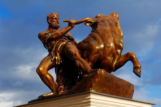 Sculpture Hercules subduing the Cretan bull, in the palace gardens of the Schwerin Schloss castle, Lennéstrasse 1, Schwerin, Mecklenburg_Western Pomerania, Germany, Europe : Stock Photo