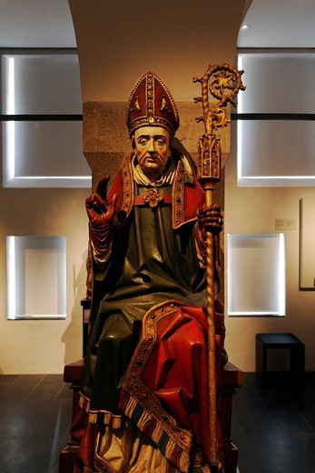 Medieval carved figure of a bishop with crozier, Stiftsmuseum Museum Xanten monastery museum, Xanten, Niederrhein region, North Rhine_Westphalia, Germany, Europe : Stock Photo