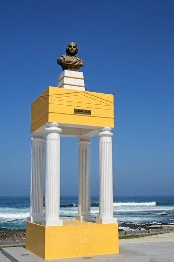 Cristobal Colon, Christopher Columbus monument, bust and columns, coastal waterfront, Iquique, Norte Grande, Northern Chile, Chile, South America : Stock Photo