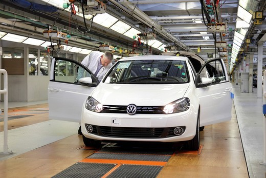 Volkswagen AG, car production at the Wolfsburg plant, final inspection of the Golf VI shortly before distribution, taken during an official Volkswagen photo workshop, Wolfsburg, Lower Saxony, Germany, Europe : Stock Photo