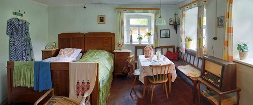 Stock Photo: 1848-420746 Living room and bedroom from the ´50s, with radio, suite and bed, Franconian Open_air Museum of Bad Windsheim, Bavaria, Germany, Europe
