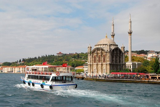 Stock Photo: 1848-42095 Ferry in front of Ortakoey Camii Ortakoey mosque at the Bosporus, Istanbul, Turkey