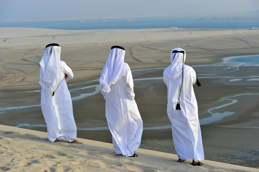 Stock Photo: 1848-421063 Qatari in traditional clothing with gutra, in front of Khor Al Udeid Beach, Khor El Deid, Inland Sea, desert miracle of Qatar, Emirate of Qatar, Persian Gulf, Middle East, Asia