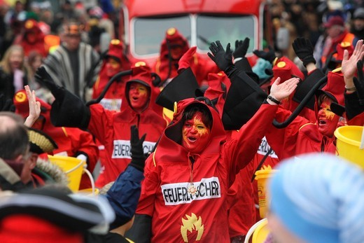 Carnival parade on Fat Thursday in Muelheim_Kaerlich, Rhineland_Palatinate, Germany, Europe : Stock Photo