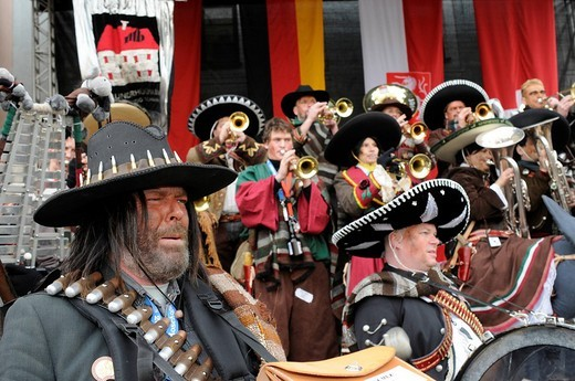 Plunderhueuesler Schaan Band, part of a procession of Gugge musicians at the 25th international meeting for Gugge music in Schwaebisch Gmuend, Baden_Wuerttemberg, Germany, Europe : Stock Photo