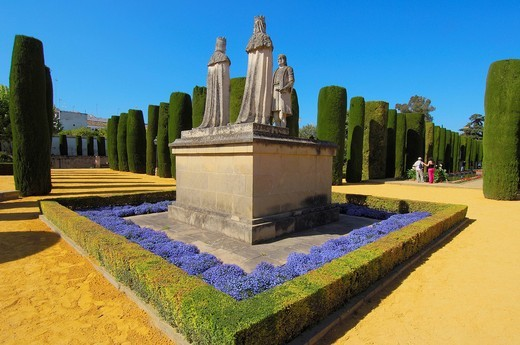 Statues of Queen Isabel, King Fernando and Christopher Columbus in the gardens of Alcázar de los Reyes Cristianos, Alcazar of Catholic Kings, Cordoba, Andalusia, Spain, Europe : Stock Photo