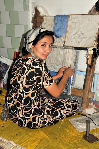 Stock Photo: 1848-423998 Uzbek woman weaving a silk rug, Silk Road, Fergana Valley, Uzbekistan, Central Asia
