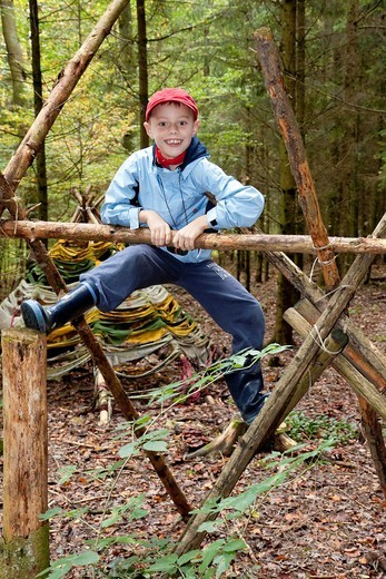 Stock Photo: 1848-426145 Boy, 7 years old, in a forest, climbing, autumn