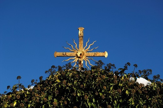 Stock Photo: 1848-426474 Gilt cross against a blue sky, underneath it ivy Hedera helix, Goessweinstein, Upper Franconia, Bavaria, Germany, Europe
