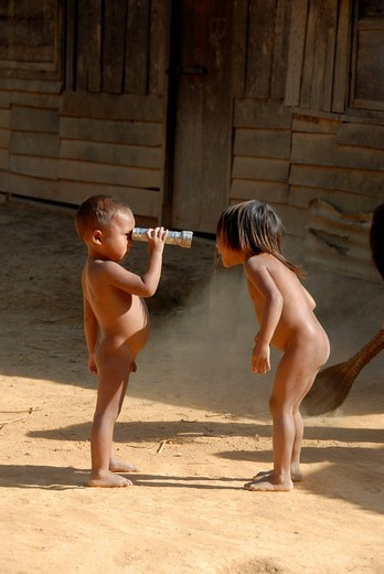 Stock Photo: 1848-428408 Poverty, naked boy and girls playing, look into my eyes, Khmu ethnic group, village of Ban Kokgniew, Muang Khoua district, Phongsali province, Laos, Southeast Asia, Asia