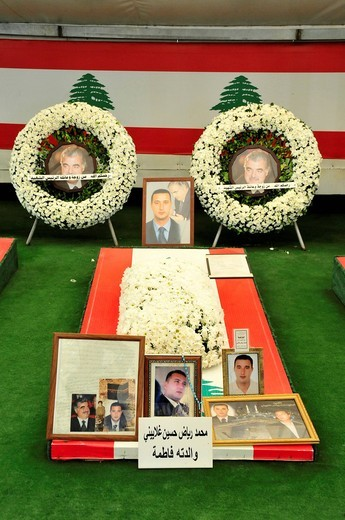 Grave of one of the bodyguards of the former Lebanese Prime Minister Rafiq al_Hariri Baha´eddin who was assassinated in 2005, Martyrs´ Square, Place des Martyrs, Beirut, Lebanon, Middle East, Orient : Stock Photo