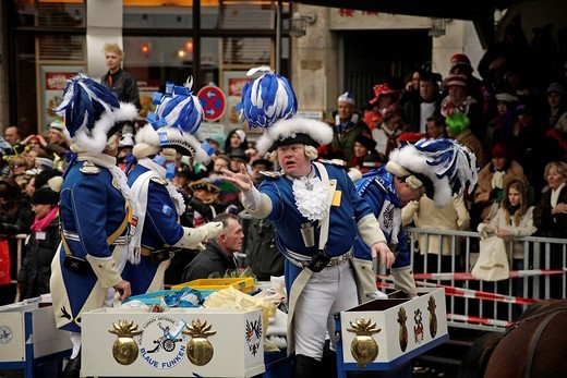 Blaue Funken, a carnival society of Cologne, throwing sweets, carnival parade in Cologne in 2010, North Rhine_Westphalia, Germany, Europe : Stock Photo