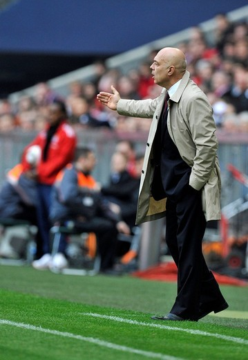 Coach, Christian Gross, VfB Stuttgart, gesturing from the sideline, Allianz Arena, Munich, Bavaria, Germany, Europe : Stock Photo
