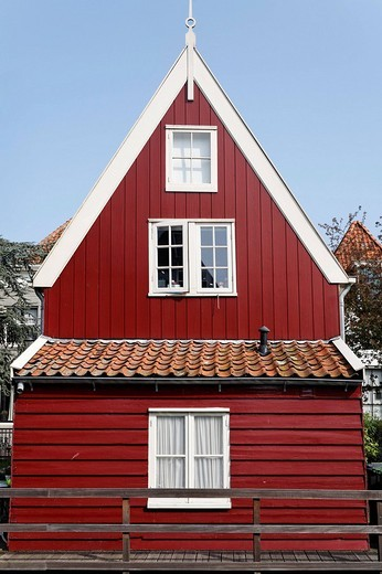 Stock Photo: 1848-43102 Small, red wooden house, historic city De Rijp near Alkmaar, Province of North Holland, Netherlands, Europe